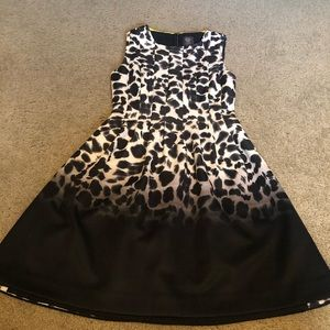 Vince Camuto animal print pleated dress - size 4